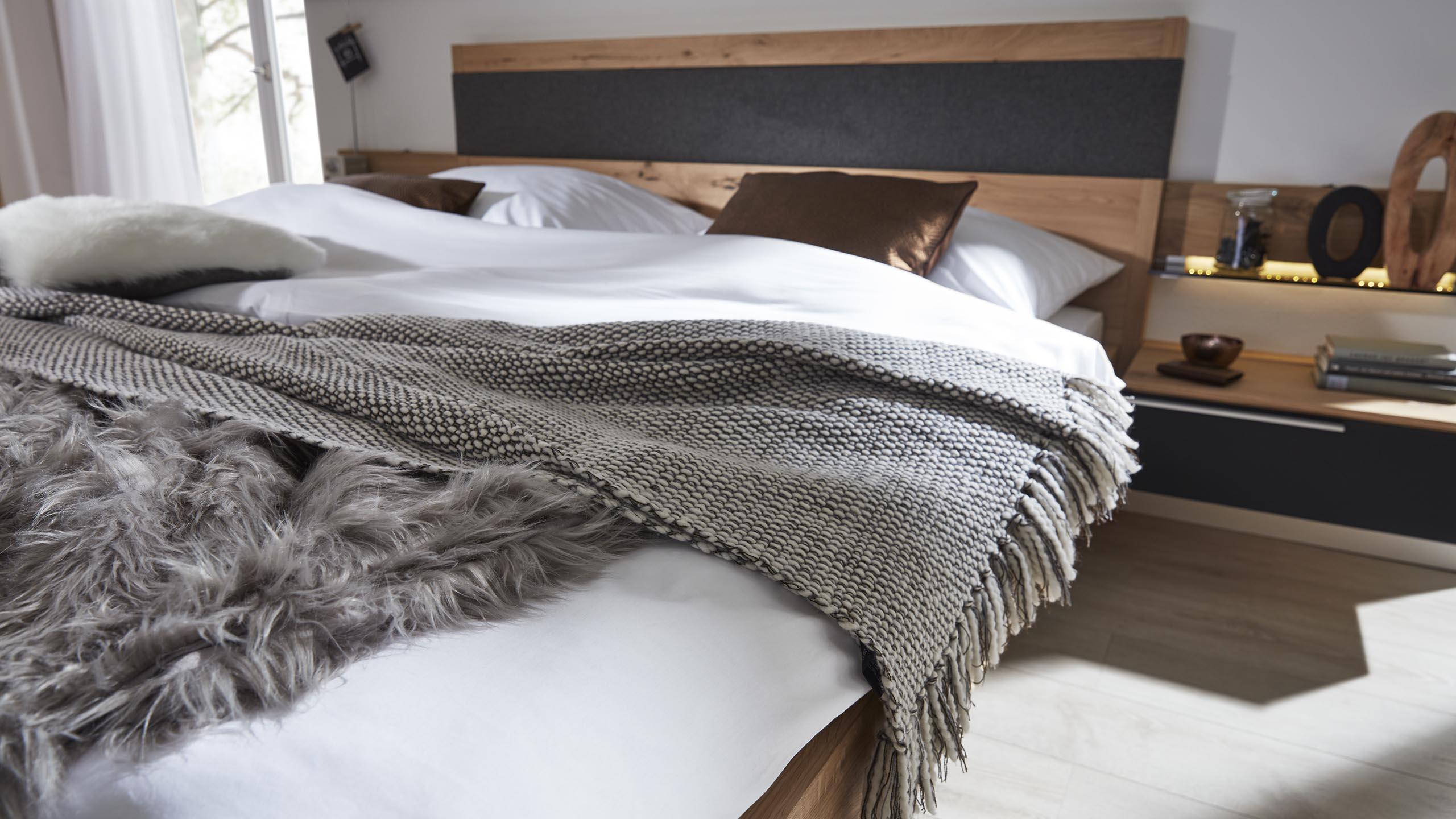 Ast deko schlafzimmer bettw sche hellgrau poco m bel for Danisches bettenlager ingolstadt