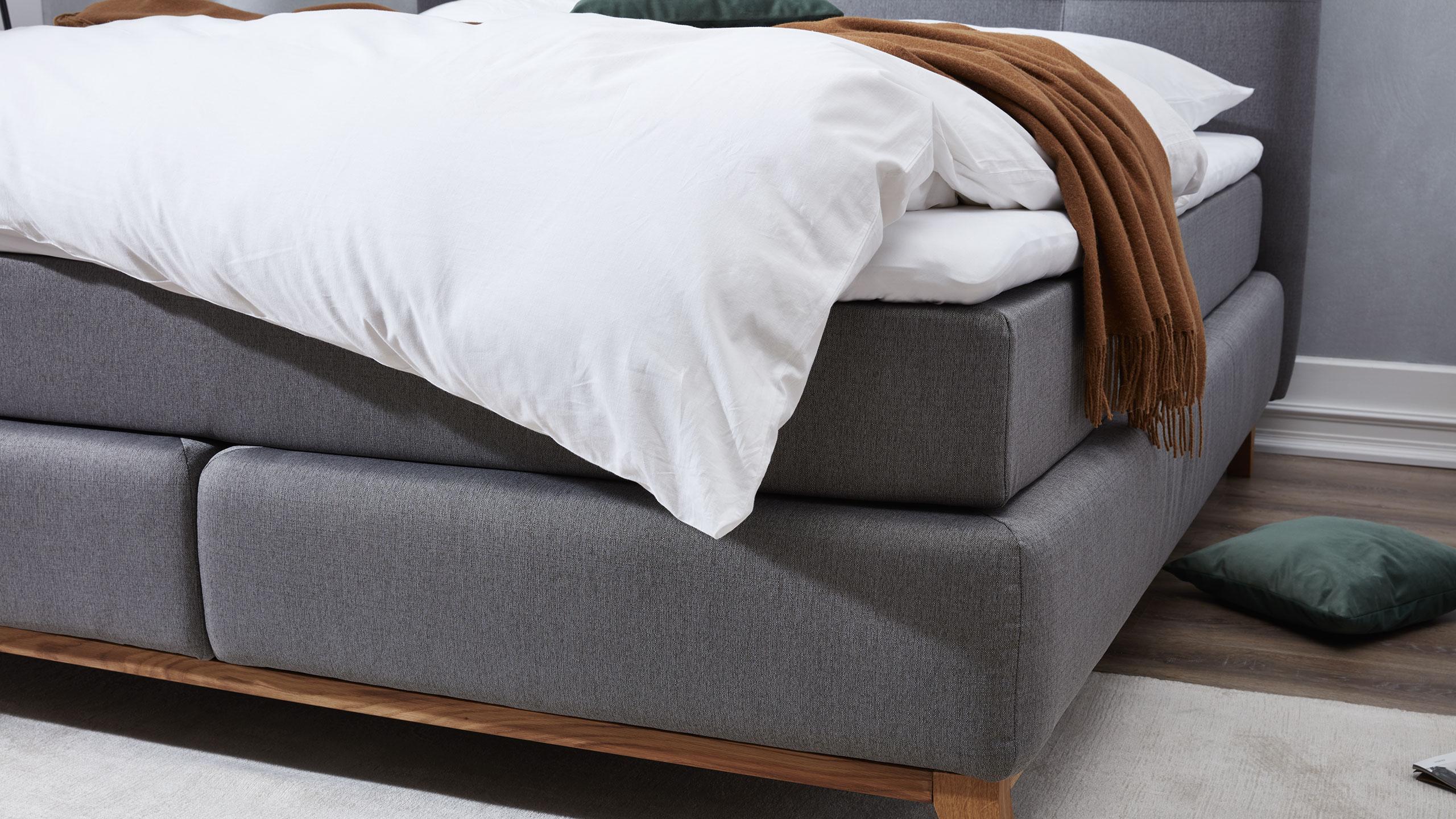 Im Schlafzimmer Passt Ein Boxspringbett Mit Filigraner Optik Optimal Zu Dem  Nordischen Wohnstil.