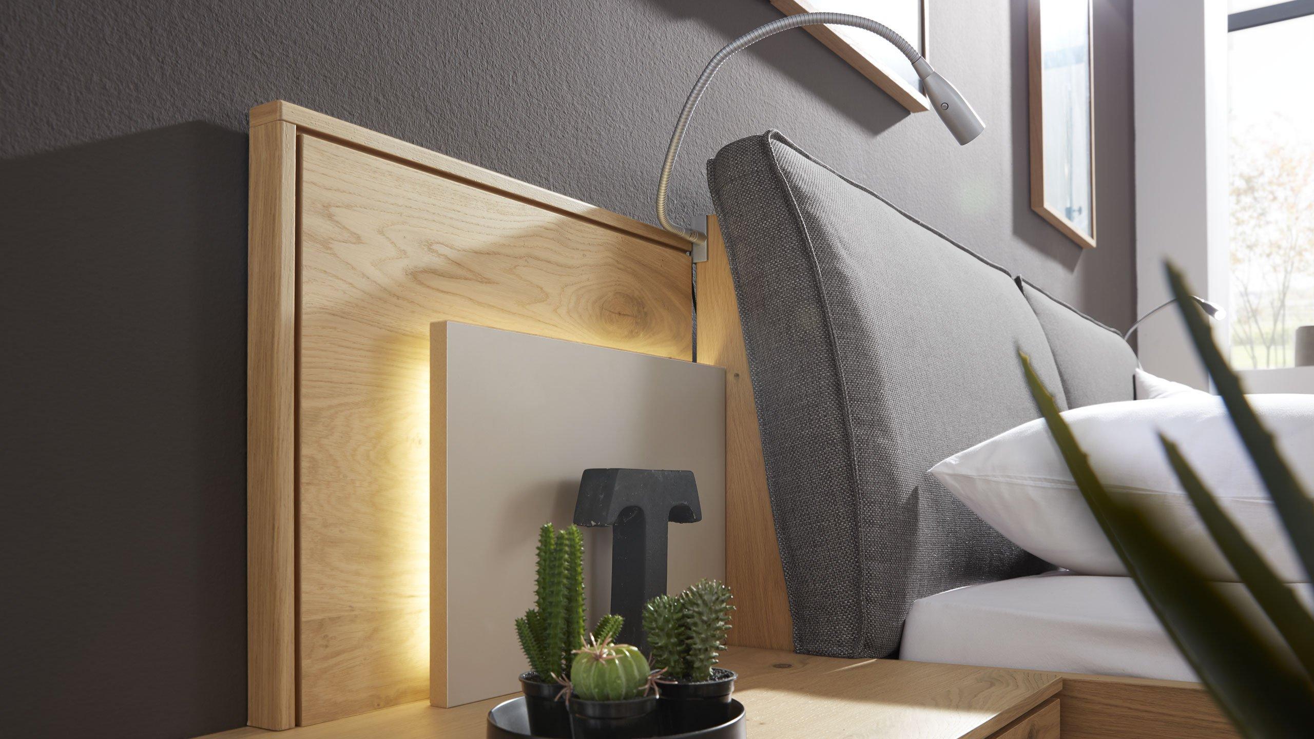 ruhe oase im schlafzimmer interliving. Black Bedroom Furniture Sets. Home Design Ideas