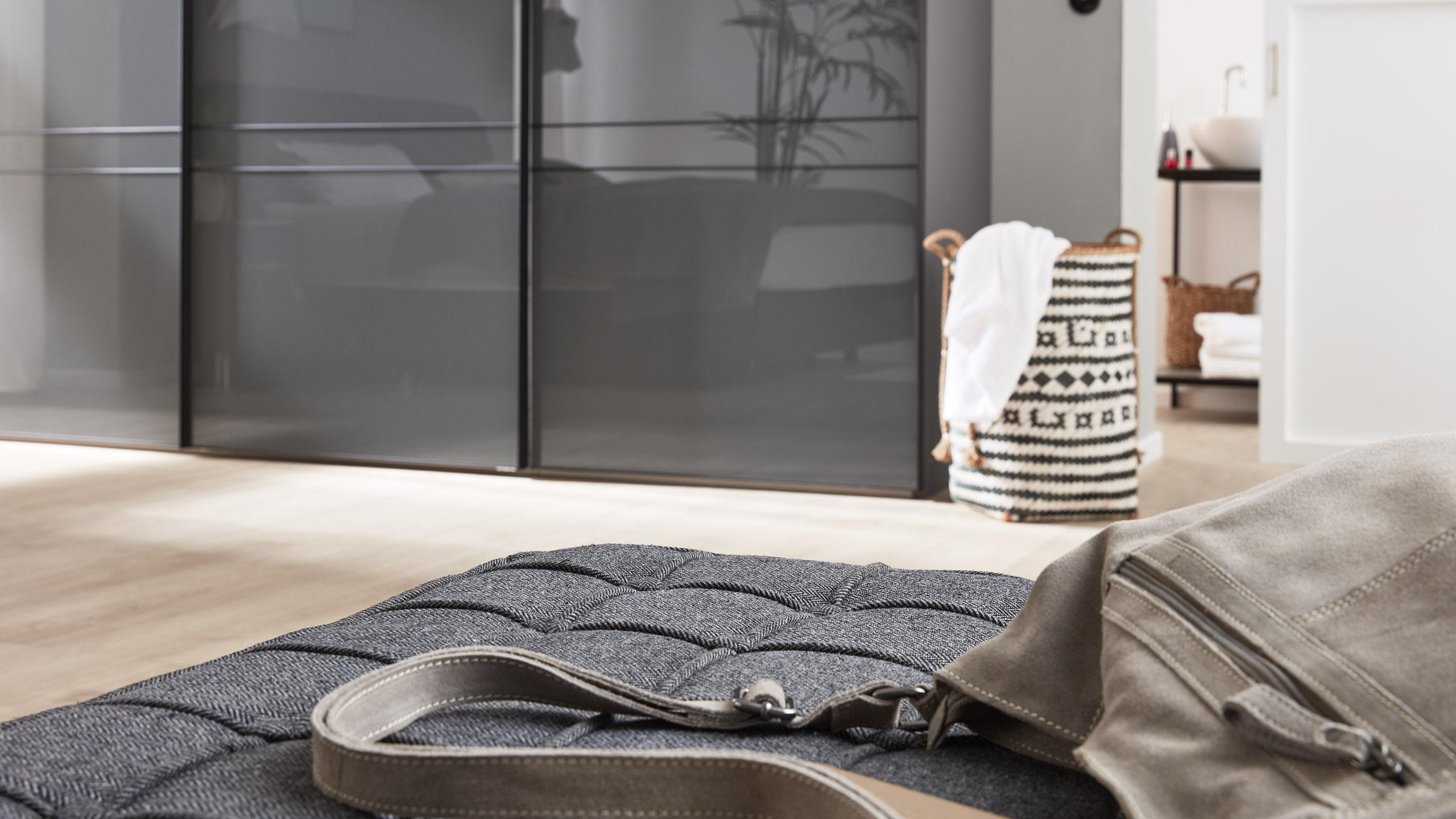 Interliving Kleiderschrank Serie 1203-Glasfront