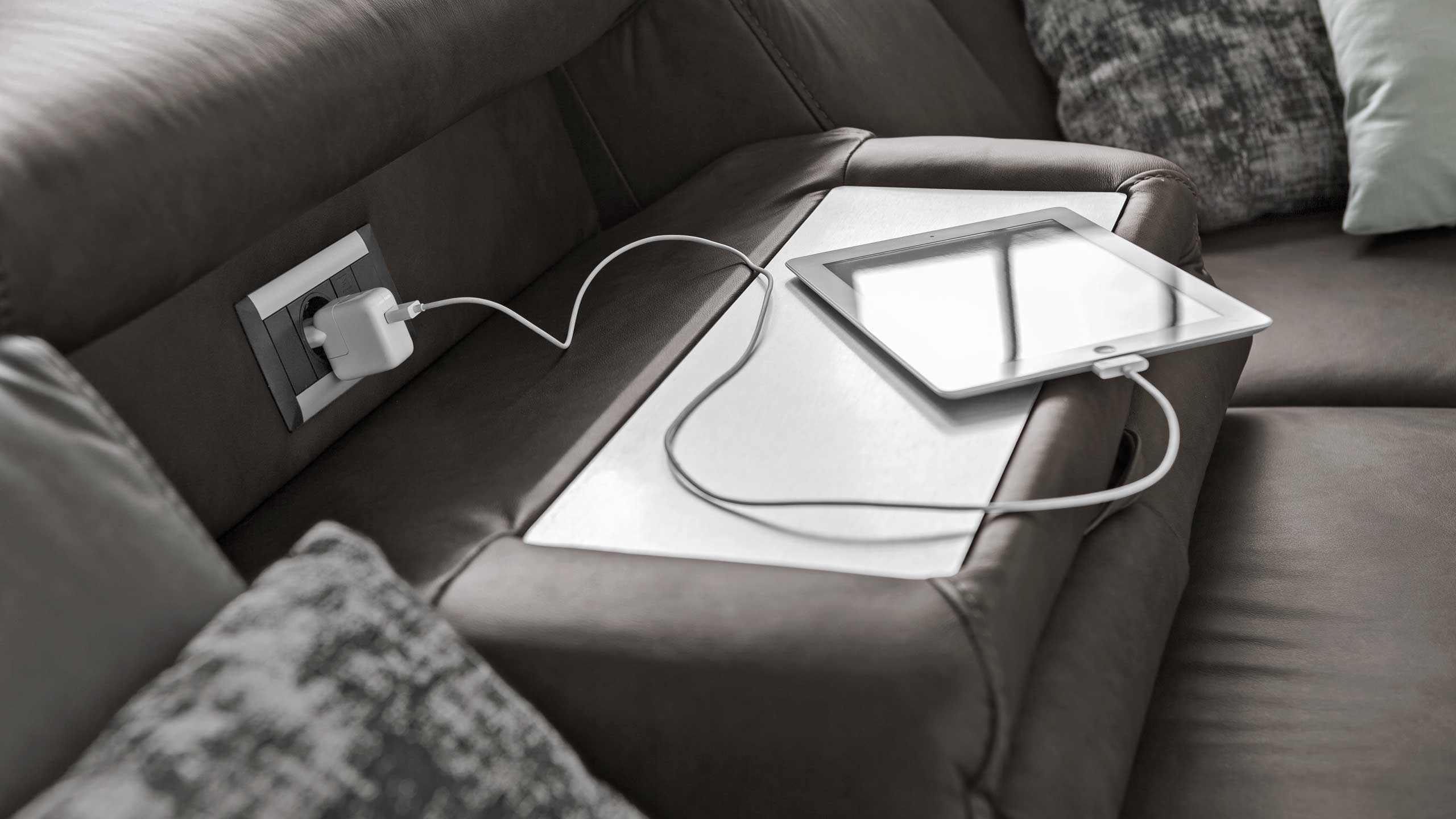 Interliving Sofa Serie 4305 mit Funktionsablage