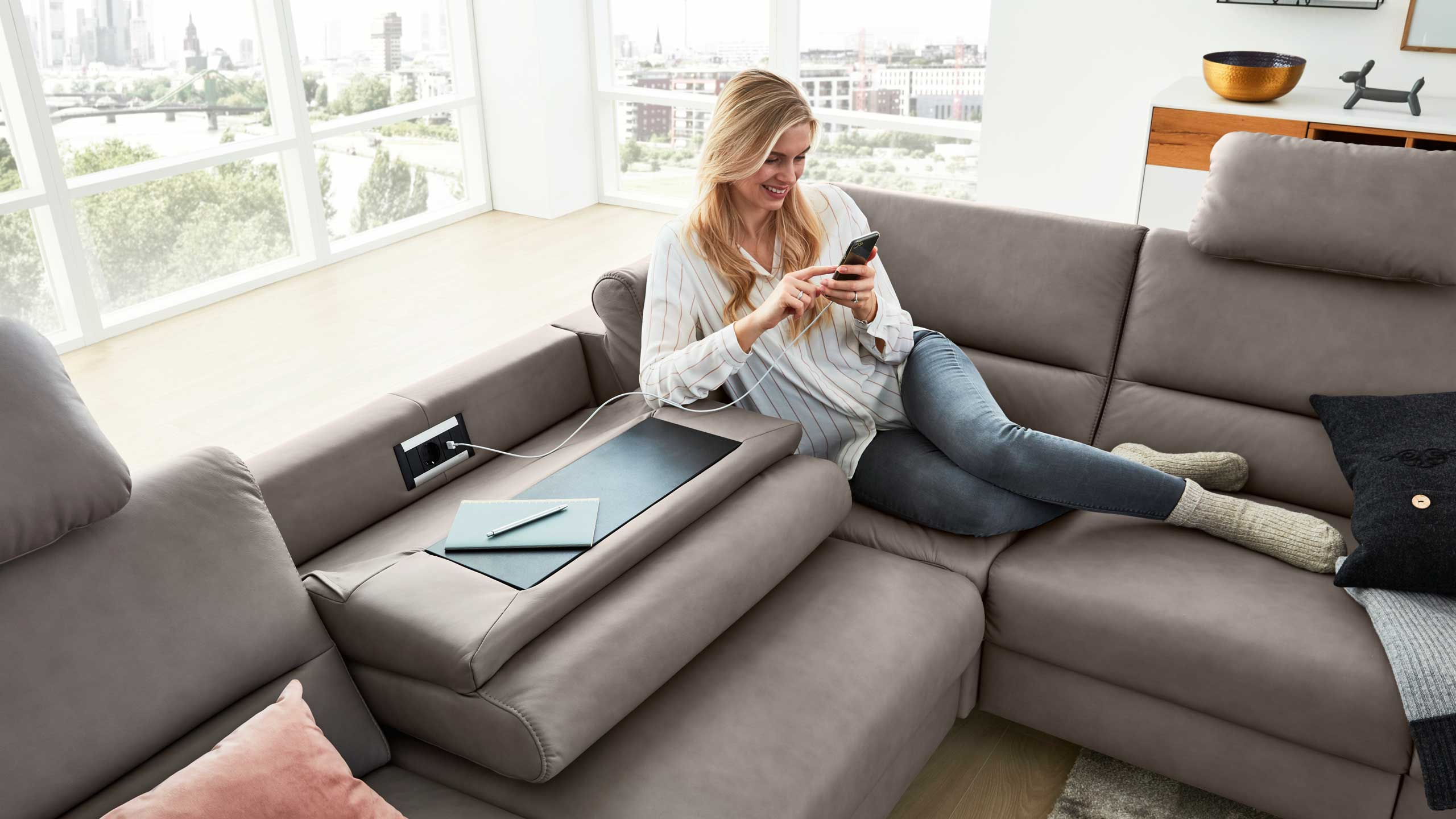 Interliving Sofa Serie 4305 mit Wallaway Funktion